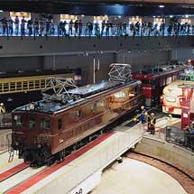鉄道博物館でEF55 1の展示作業