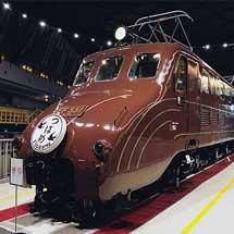 """鉄道博物館 EF55 1に""""つばめ""""ヘッドマーク"""