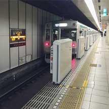 京都市営地下鉄四条駅に可動式ホーム柵設置