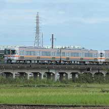 F1日本GP観客輸送臨時列車にキハ25形が初登場