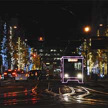 伊予鉄道市内線で「光のトラム」運転
