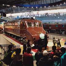 鉄道博物館 EF55 1に「ありがとう 800万人」ヘッドマーク