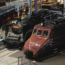 鉄道博物館でC57 135とEF55 1の入換え作業