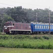 東武鉄道向けの12・14系が秩父鉄道線内を輸送される