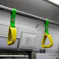 中央・総武緩行線で,菜の花色のつり手を装備した列車を運転