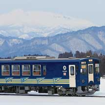 AN8805が「秋田犬っこ列車」にリニューアルされる