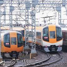桑名駅北側で22600系新旧塗装と5200系が並ぶ