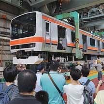 『あきた鉄道フェア in 土崎』で武蔵野線色のE231系が展示される