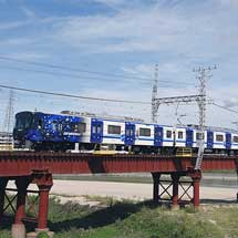 泉北高速鉄道でラッピング車両「フロンティア号」が登場