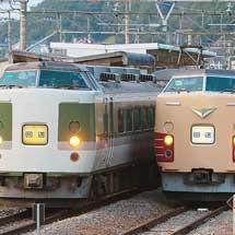 田沢駅で189系同士が並ぶ
