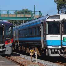 試運転中の2600系を定期特急列車のキハ185系が追い越す場面が話題に