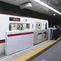 都営浅草線大門駅でホームドアの検証実験