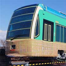 とさでん交通に新形低床電車が搬入される