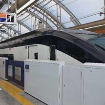 京成,日暮里駅でホームドアの使用を開始