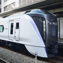 立川駅でE353系の展示会
