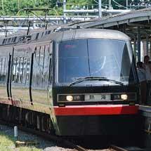 横須賀駅で伊豆急2100系「黒船電車」が展示される
