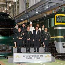 京都鉄道博物館で新旧「トワイライトエクスプレス」の特別展示