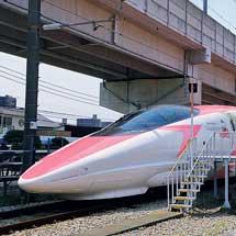 「ハローキティー新幹線」がお披露目される