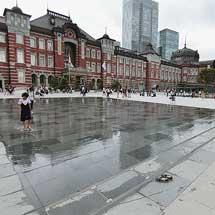東京駅前に「打ち水」コーナー