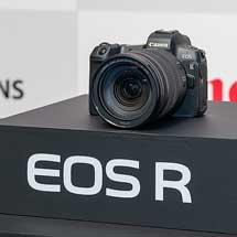 キヤノン,ミラーレスカメラ「EOS R」と「EOS R システム」を発表