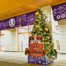 鬼怒川温泉駅前に「DL大樹」のクリスマスツリー