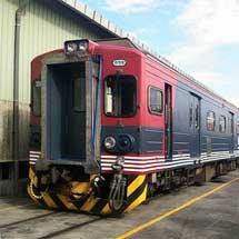 台湾鉄路管理局で,「しなの鉄道色」のEMU500形運転