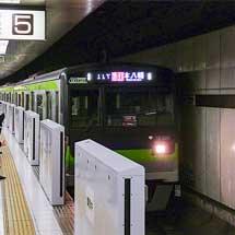 新線新宿5番線に可動式ホーム柵が設置される