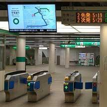横浜市営地下鉄の全駅改札口に「多目的デジタル案内板」が設置される