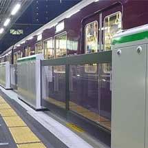 阪急,3月9日から十三駅5号線の可動式ホーム柵の稼働を開始