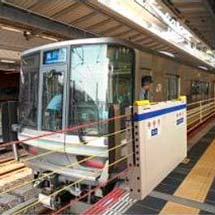 大阪駅5番・8番のりばの昇降式ホーム柵使用開始時期が決定