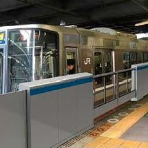 3月16日から高槻駅5番のりばで可動式ホーム柵の使用を開始