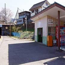 富士急行,5月17日から上大月駅に副駅名<都留高校前>を導入