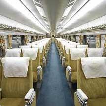京都鉄道博物館で,0系新幹線電車(16-1・35-1)の車内公開