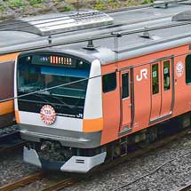 E233系T24編成に中央線開業130周年ラッピング