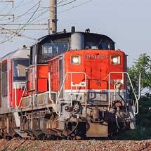 DD51 825が8075列車の前機に充当される