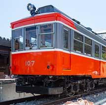 箱根登山鉄道モハ107が鈴廣蒲鉾本店へ