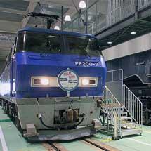 京都鉄道博物館でEF200-2とシキ800の特別展示