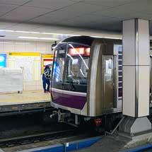 谷町線東梅田駅に可動式ホーム柵が輸送される