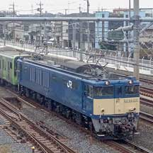 E235系トウ50編成10両が配給輸送される