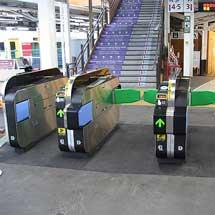 富士急行大月駅のJR線連絡改札口に自動改札機を導入