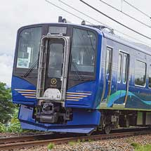 しなの鉄道SR1系が営業運転を開始