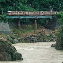 高山本線の一部区間で運転が再開される