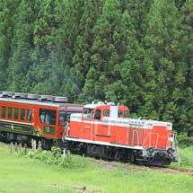 磐越西線でDE10形けん引の臨時快速列車運転