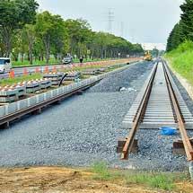 宇都宮ライトレール(芳賀・宇都宮LRT)の軌道敷設工事が始まる