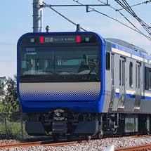 E235系1000番台J-04編成が配給輸送される