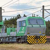 鉄道用クレーン車が金塚駅構内に留置される