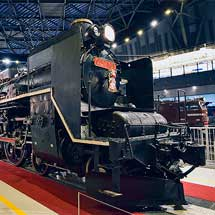 鉄道博物館で展示車両にお正月飾り
